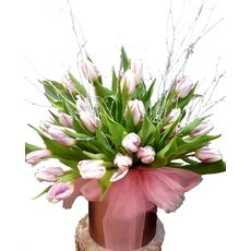 Box-wit-tulips