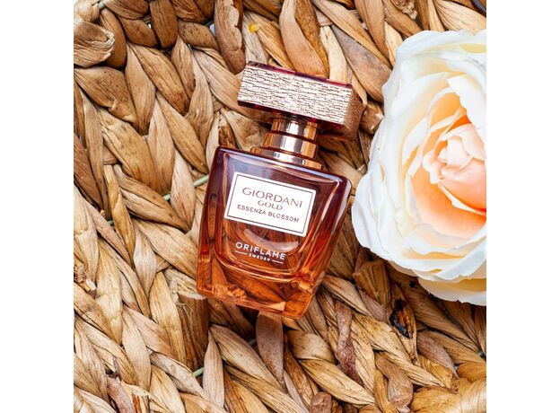 Giordani Gold Essenza Blossom perfume 02